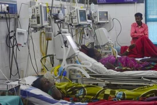 印度一新冠肺炎定点医院起火 8名ICU病房患者死亡