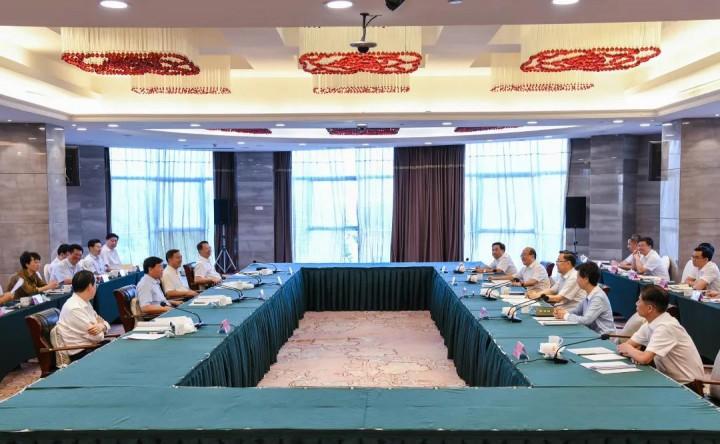 在贵州座谈会上,江苏省委书记娄勤俭提到这样几个精彩故事