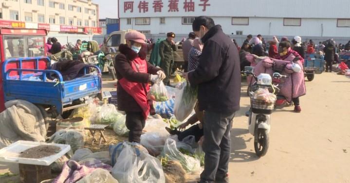 """【视频】冷空气""""吹涨""""菜价 大葱6块一斤,青椒8块一斤!"""