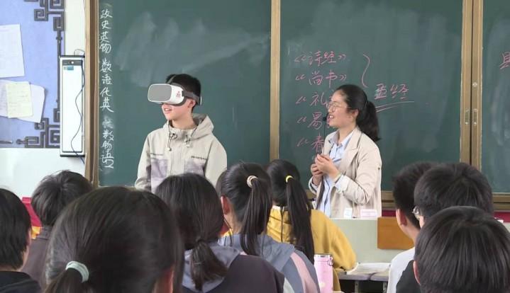 【视频】市图书馆:党史展板 VR眼镜 这堂研学课让孩子们大开眼界