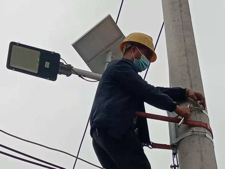 学党史为民办实事:南街社区再添80盏路灯 照亮村民出行路