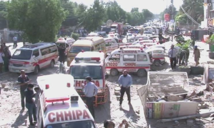 巴基斯坦卡拉奇爆炸已致3死15伤:拆弹小组抵达,现场封锁
