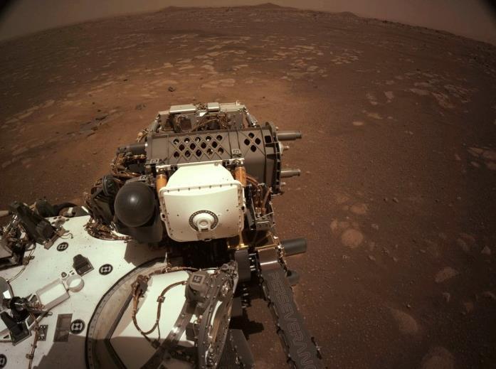 NASA毅力号完成首次火星行走,33分钟移动6.5米