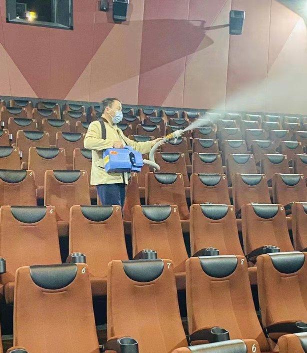 电影院进行消毒工作