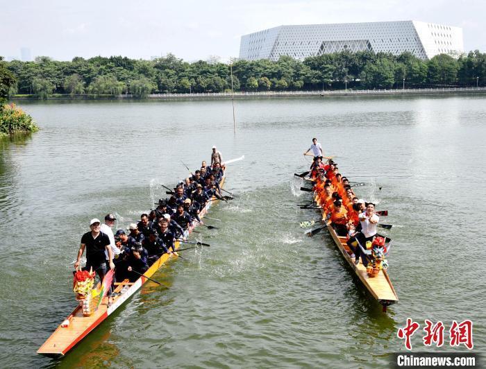 资料图:福州举行龙舟竞渡。 林玮东 摄