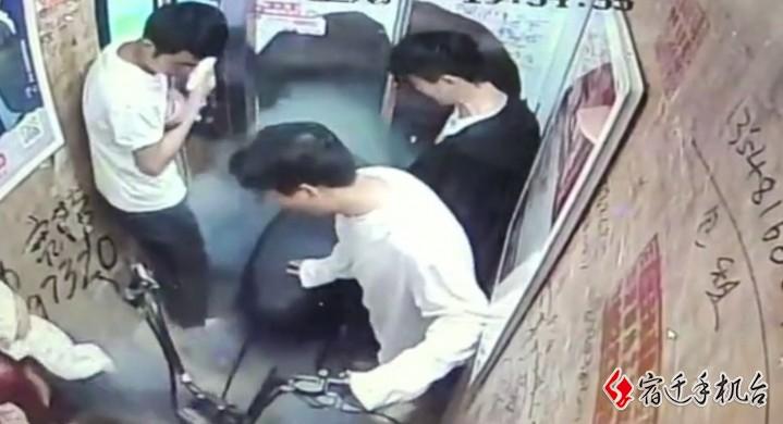 """电动车进电梯烧伤五人:电梯自动""""拒载""""电动车值得提倡"""