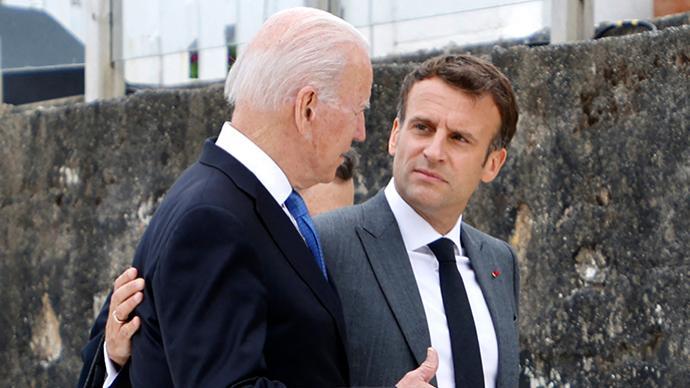 法国怒火消了?拜登马克龙通话后被召回的法大使将返美