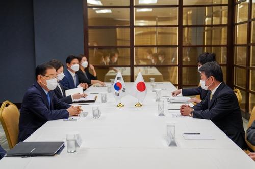 韩日外长在纽约举行会谈 未就历史问题达成一致