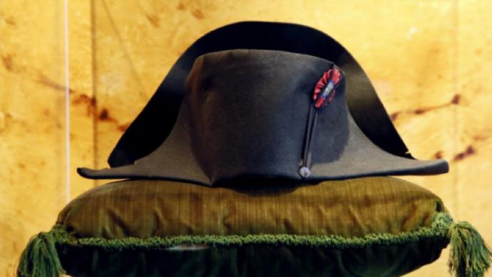 拿破仑双角帽在巴黎苏富比以122万欧元拍出